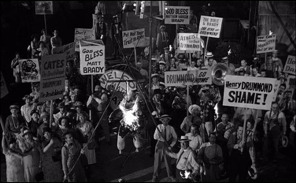 Lynch mob in Inherit the Wind