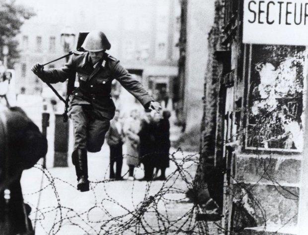 Кобра: Новая Атлантида (04.01.2017) - Страница 2 Berlin-wall-fall-25th-anniversary